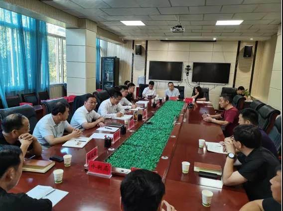 县委副书记、代县长姬世平在县信访局接待来访群众